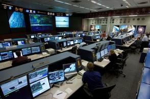ISS-Flight-Control-Room-20061-294x195