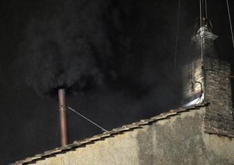 Conclave-prima-fumata-nera--Sodano-presto-un-buon-Pastore